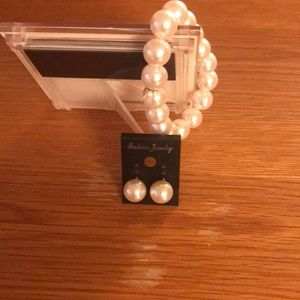 💎3/10 Matching pearl bracelet and earrings